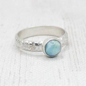 Larimár ezüst gyűrű , Ékszer, Gyűrű, Szoliter gyűrű, Ékszerkészítés, Ötvös, Kerek larimár követ foglaltam Sterling ezüstbe. A gyűrűsín virág mintás. Szívesen antikolom is kérés..., Meska
