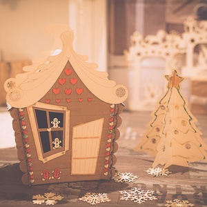 Mézeskalács házikó, Otthon & lakás, Dekoráció, Ünnepi dekoráció, Karácsony, Karácsonyi dekoráció, Gravírozás, pirográfia, Újrahasznosított alapanyagból készült termékek, Kartonból készült mézeskalács házikó. Kézzel festett és készített, gyönyörű kivitelezés, egyedi grav..., Meska