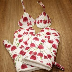 Piros tulipános edényfogó kesztyű és fedőfogó szett, Otthon & lakás, Konyhafelszerelés, Edényfogó, Varrás, A szett tartalmaz két db edényfogó kesztyűt, illetve két db fedőfogót. A kesztyű és a fedőfogó is va..., Meska