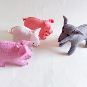 Három kismalac és a farkas mesecsomag, Játék & Gyerek, Plüssállat & Játékfigura, Malac, Nemezelés, Varrás, A játékfigurák természetes alapanyagokból, idea filc anyagból készülnek, kézzel varrva, kártolt gyap..., Meska