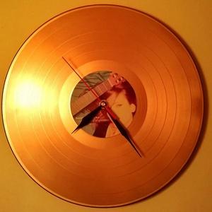 Egyedi hanglemezóra - Válaszható színben, címkével és felirattal, Ékszer, Lakberendezés, Otthon & lakás, Falióra, óra, Festett tárgyak, Fotó, grafika, rajz, illusztráció, A termék alapja a szabványos méretű vinyl (elterjedtebb nevén: bakelit) nagylemez. Az óraszerkezet h..., Meska