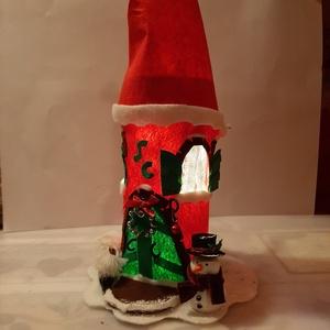 Mikulás ház lámpa, Mikulás, Karácsony & Mikulás, Otthon & Lakás, Mindenmás, Újrahasznosított alapanyagból készült termékek, Gyerekszobába éjszakai fénynek is nagyszerű\nMikulás ház.    Kb 30 cm magas Piros filcből ragasztássa..., Meska