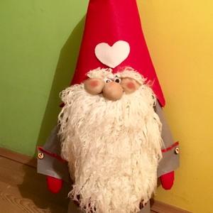 Karácsonyi manó, Otthon & lakás, Dekoráció, Ünnepi dekoráció, Varrás, 80 cm magas manó  a mikulás segítője.\nSzürke - piros filcből készült , fehér szakállal.\nNálunk a fen..., Meska
