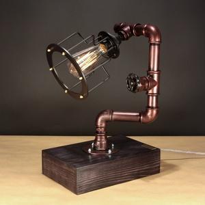 Antikréz  színű fényerőszabályzós karimás asztali steampunk hangulatlámpa vízvezeték csövekből, Edison izzóval, Otthon, lakberendezés, Férfiaknak, Lámpa, Steampunk ajándékok, Fémmegmunkálás, Famegmunkálás, A lámpa érdekessége, hogy ha teljesen feltekered a fényerőszabályzót használhatod olvasáshoz. Egy c..., Meska