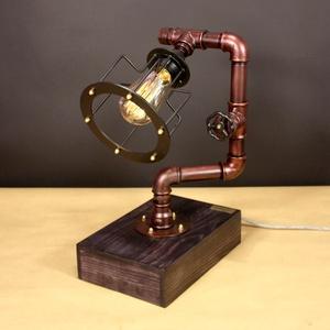 Periscope, antikréz színű fényerőszabályzós karimás asztali steampunk hangulatlámpa vízvezeték csövekből, Edison izzóval, Lakberendezés, Otthon & lakás, Lámpa, Férfiaknak, Steampunk ajándékok, Fémmegmunkálás, Famegmunkálás, A lámpa érdekessége, hogy ha teljesen feltekered a fényerőszabályzót használhatod olvasáshoz. Egy cs..., Meska