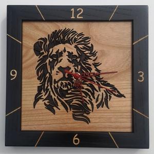 Kőrisfából készült falióra - gravírozott oroszlán mintával, Otthon & Lakás, Dekoráció, Falióra & óra, Famegmunkálás, A termék jellemzői:\n\nKőrisfából készült falióra - gravírozott oroszlán mintával:\n\nHosszúság:        ..., Meska