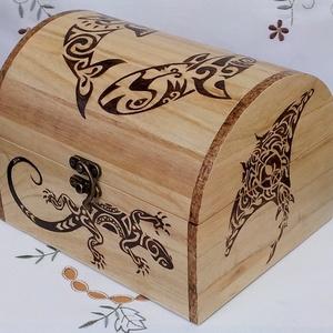Fa doboz - Maori mintás, Lakberendezés, Otthon & lakás, Tárolóeszköz, Doboz, Ékszer, Famegmunkálás, Gravírozás, pirográfia, Pirográfiával díszített fa doboz, amelynek az oldalaira és tetejére maori(óceániai) mintákat égettem..., Meska