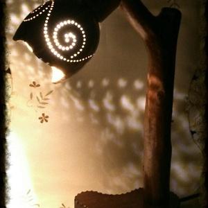 Faág lámpa - kókuszdióval, Egyéb, Lakberendezés, Otthon & lakás, Lámpa, Dekoráció, Famegmunkálás, Mindenmás, Természetes hatású asztali lámpa, amely faág és kókuszdió párosításával készült. Egyedi megjelenésű ..., Meska