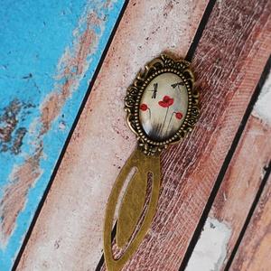 Pipacsos szitakötős üveglencsés könyvjelző, Otthon & lakás, Naptár, képeslap, album, Könyvjelző, Ékszerkészítés, Pipacsos szitakötős antik bronz színű könyvjelző.\nA kép és az üveglencse mérete 25x18mm.\nA könyvjelz..., Meska