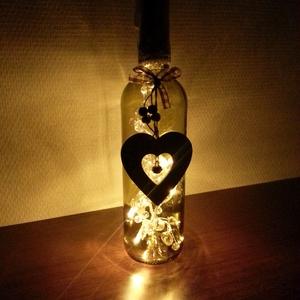 Rebottle hangulatlámpa - szív, Hangulatlámpa, Lámpa, Otthon & Lakás, Mindenmás, Újrahasznosított boros üveg, zokni és egy 8 ledes gyöngyös égősor a főbb alapanyaga ennek a dekoratí..., Meska