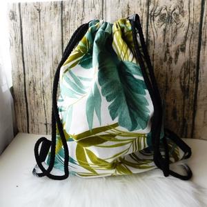 Gymbag pálmalevelekkel, Szuper dzsungeles, levél mintás gymbag. Bélése fekete színű és egy kis zseb található belül. Kívül é..., Meska