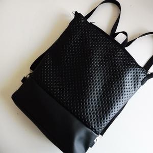 Fekete három az egyben hátizsák, Táska, Divat & Szépség, Táska, Hátizsák, Válltáska, oldaltáska, Varrás, Fekete műbőrből készült hátizsák, amely válltáska és hátizsákként is hordható. Két féle anyagból kés..., Meska