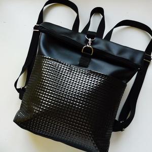 Fekete első zsebes roll upos hátizsák, Táska, Divat & Szépség, Táska, Hátizsák, Fekete textilbőrből és szegecses mintás anyagból készült roll upos hátizsák. A szegecses része zsebk..., Meska