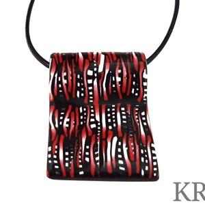 Piros, fekete, fehér mintás ékszergyurma nyaklánc (KREES) - Meska.hu