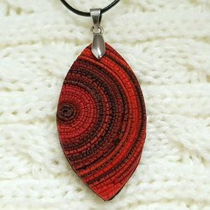 Cseppnyi piros-fekete,  spirálos ékszergyurma nyaklánc , Ékszer, Ékszerszett, Nyaklánc, Medál, Ékszerkészítés, Gyurma, Ékszergyurmából készítettem ezt az igazán egyedi medált. \nA medál mérete 5 cm (akasztóval 6cm), szél..., Meska