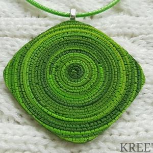 Zöld spirál, ékszergyurma nyaklánc , Ékszer, Ékszerszett, Nyaklánc, Medál, Ékszerkészítés, Gyurma, Ékszergyurmából készítettem ezt az igazán egyedi medált. \nA medál mérete 5,5 cm (akasztó nélkül mérv..., Meska