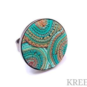 Smaragd - bronz tekercsek, ékszergyurma gyűrű, Statement gyűrű, Gyűrű, Ékszer, Ékszerkészítés, Süthető gyurmából készítettem ezt az igazán egyedi gyűrűt.\nA gyűrű tányérja 2,5 cm, antik bronz szín..., Meska