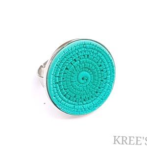 Türkizzöld tekercsek, ékszergyurma gyűrű, Statement gyűrű, Gyűrű, Ékszer, Ékszerkészítés, Gyurma, Süthető gyurmából készítettem ezt az igazán egyedi gyűrűt.\nA gyűrű tányérja 2,5 cm, ezüst színű alap..., Meska