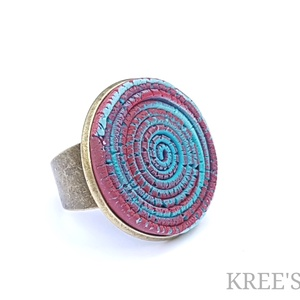 Hamvas spirál, ékszergyurma gyűrű, Statement gyűrű, Gyűrű, Ékszer, Ékszerkészítés, Süthető gyurmából készítettem ezt az igazán egyedi gyűrűt.\nA gyűrű tányérja 2,5 cm, antik bronz szín..., Meska