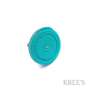 Türkizzöld spirál, ékszergyurma gyűrű, Statement gyűrű, Gyűrű, Ékszer, Ékszerkészítés, Süthető gyurmából készítettem ezt az igazán egyedi, feltűnő gyűrűt.\nA gyűrű tányérja 3 cm, antialler..., Meska