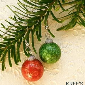 Karácsonyi gömb ékszergyurma fülbevaló, Ékszer, Fülbevaló, Lógós fülbevaló, Ékszerkészítés, Gyurma, Süthető gyurmából készítettem a fülbevalót, mérete kb.1,5cm (akasztó nélkül mérve)\nANTIALLERGÉN, nem..., Meska