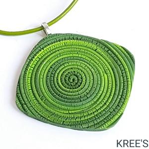 Zöld spirál, ékszergyurma nyaklánc , Ékszer, Nyaklánc, Medálos nyaklánc, Ékszergyurmából készítettem ezt az igazán egyedi medált.  A medál mérete 5,5 cm (akasztó nélkül mérv..., Meska