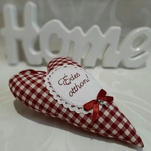 Édes otthon! - kockás szív, Otthon & Lakás, Dekoráció, Falra akasztható dekor, Hímzés, Varrás, \nPiros-fehér kockás textil szív, melyet kézzel hímzett idézettel és egy stílusban hozzá illő fém apr..., Meska