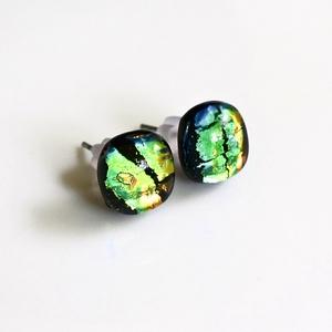 Zöld dichroic olvasztott üveg beszúrós pötty fülbevaló, üvegékszer, Ékszer, Fülbevaló, Pötty fülbevaló, Fekete alapon színjátszós (zöld-narancssárga) üvegből olvasztott bedugós fülbevaló nemesacél alapon...., Meska