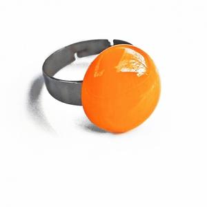 Narancssárga olvasztott üveggyűrű,üvegékszer, Ékszer, Gyűrű, Statement gyűrű, Ékszerkészítés, Üvegművészet, Narancssárga üvegből olvasztott  gyűrű nemesacél alapon. \n\nTulajdonságok:\n-Kézzel készült egyedi ter..., Meska