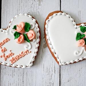 Rózsás mézeskalács szív egyedi felirattal, választható színekkel, esküvői köszönőajándéknak, Esküvő, Emlék & Ajándék, Köszönőajándék, Mézeskalácssütés,  Mézeskalács szív 3 darab rózsával és egyedi felirattal díszítve, egyénileg választható színekkel. C..., Meska