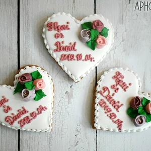 Mézeskalács esküvői szív virágokkal köszönőajándéknak, Esküvő, Emlék & Ajándék, Köszönőajándék, Mézeskalácssütés, Mézeskalács szív 3 darab rózsával és egyedi felirattal díszítve, egyénileg választható színekkel.C..., Meska