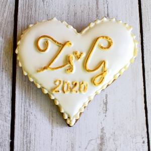 Mézeskalács esküvői szív egyedi monogramos, Esküvő, Emlék & Ajándék, Köszönőajándék, Mézeskalácssütés, Mézeskalács szív egyedi monogrammal díszítve,egyénileg választható színekkel.Celofánba csomagolva,ma..., Meska