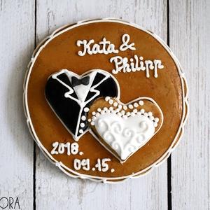 Mézeskalács esküvői köszönőajándék kör, Esküvő, Emlék & Ajándék, Köszönőajándék, Mézeskalács kör esküvői szívekkel díszítve,egyéni felirattal.Celofánba csomagolva,masnival átkötve k..., Meska