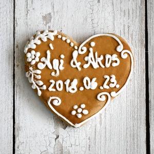 Mézeskalács esküvői szív natúr, Esküvő, Emlék & Ajándék, Köszönőajándék, Mézeskalács szív egyedi felirattal díszítve.Celofánba csomagolva,masnival átkötve küldjük.Tökéletes ..., Meska