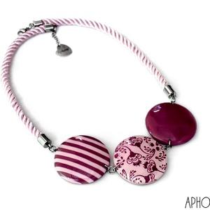 Süthető gyurma nyaklánc rózsaszín csíkos, Ékszer, Nyaklánc, Statement nyaklánc, Kiváló minőségű ékszergyurmából készült nyaklánc virágos és csíkos medállal rózsaszín színben,gyantá..., Meska