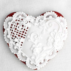 Mézeskalács szív csipkés, Esküvő, Emlék & Ajándék, Köszönőajándék, Mézeskalácssütés, Mézeskalács szív csipkés díszítéssel.Celofánba csomagolva,masnival átkötve küldjük.\n\nTulajdonságok:\n..., Meska