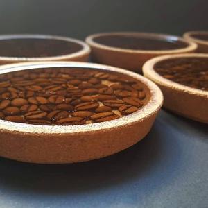 6 db-os parafa poháralátét készlet kávészemekkel, Dekoráció, Otthon & lakás, Lakberendezés, Konyhafelszerelés, Festészet, Gondosan elhelyeztem a kávészemeket a készen vásárolt parafa poháralátét aljára és epoxy gyantával ö..., Meska