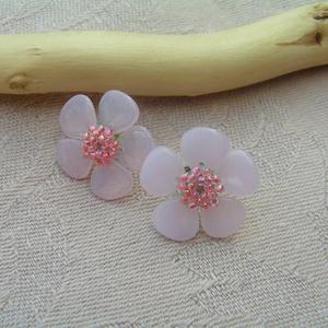 Sakura no Hana (Cseresznyevirág) bedugós gyöngy fülbevaló, Ékszer, Fülbevaló, Gyöngyfűzés, gyöngyhímzés, Ékszerkészítés, Leginkább a japán cseresznye virágaira emlékeztetnek ezek a pici virágok, melyeket halvány rózsaszín..., Meska