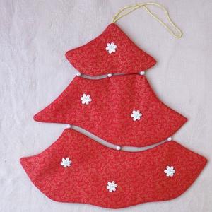 Piros fenyőfa karácsonyi dekoráció ajtóra, ablakba, Karácsonyi kopogtató, Karácsony & Mikulás, Otthon & Lakás, Varrás, Varrott fenyőfa ablakba, vagy ajtóra, mely kedves kis kiegészítője lehet az ünnepi dekorációnak.\n\nA ..., Meska