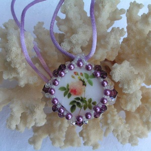 Purple lady  gyöngyfűzött nyaklánc swarovskival, Ékszer, Nyaklánc, Gyöngyös nyaklác, Ékszerkészítés, Gyöngyfűzés, gyöngyhímzés, Meska