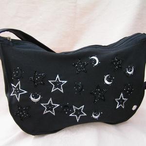 Starlight - Női válltáska hímzett csillagokkal, Táska, Divat & Szépség, Táska, Válltáska, oldaltáska, Újrahasznosított alapanyagból készült termékek, Varrás, Elegáns gépi és gyöngy hímzett félköríves női, vállra akasztható táska újrahasznosított textíliából...., Meska