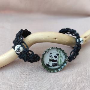 Bébi panda söröskupak karkötő , Ékszer, Karkötő, Gyöngyös karkötő, Újrahasznosított alapanyagból készült termékek, Csomózás, Meska