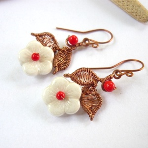 Piros-fehér virág - réz fülbevaló (kricsar) - Meska.hu