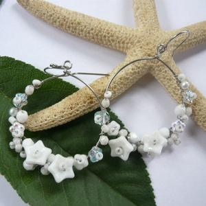 Virágkarika fehérben - acél fülbevaló (kricsar) - Meska.hu