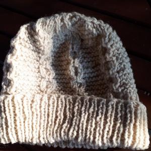 Gyapjú sapka 4., Ruha & Divat, Sapka, Sál, Sapka, Kendő, Egészen világos natúr színű, írminta jellegű mintával, 100% gyapjú fonalból kötött jó meleg téli sap..., Meska