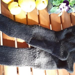 Vastag gyapjú zokni, Zokni, Cipő & Papucs, Ruha & Divat, Kötés, Téli zoknik.\nA vastag kézi kötött téli zoknik, hosszú szárral, fekete színben kaphatóak, 23-24 cm ta..., Meska