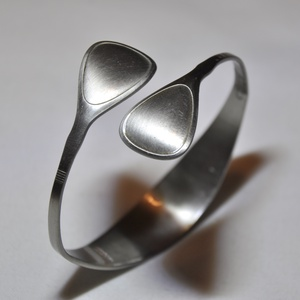 'Brilliance' - egyedi készítésű fém karkötő (KK024), Anyák napja, Ékszer, Karkötő, Ékszerkészítés, Fémmegmunkálás, Egyedülálló ezüstösen csillogó keskeny karperec visszafogott, szolid stílusban.  Súlya 0,04kg Átmér..., Meska