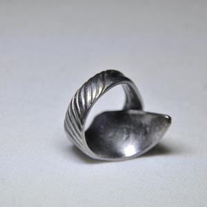 Bordázott elegáns karika fém gyűrű (GY067), Ékszer, Statement gyűrű, Gyűrű, Ékszerkészítés, Fémmegmunkálás, Meska