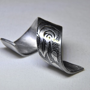 Nyűjtott rózsa mintás gyűrű (GY078), Ékszer, Fonódó gyűrű, Gyűrű, Ékszerkészítés, Fémmegmunkálás, Meska