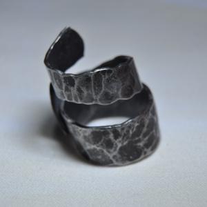 Kovácsolt csavart fém gyűrű (GY121) (Kristof0910) - Meska.hu